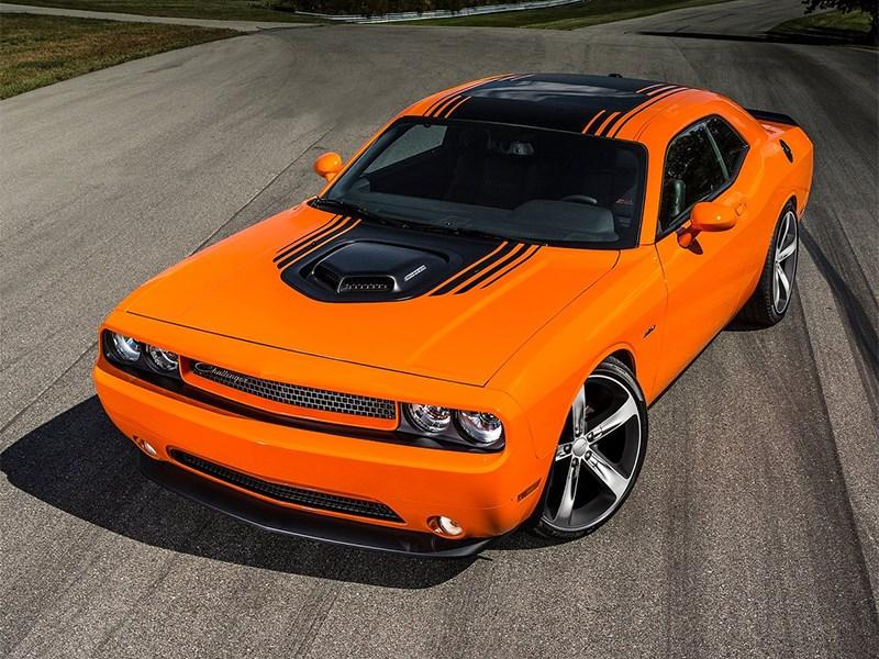 Dodge Challenger RT Shaker 2014 вид спереди сверху