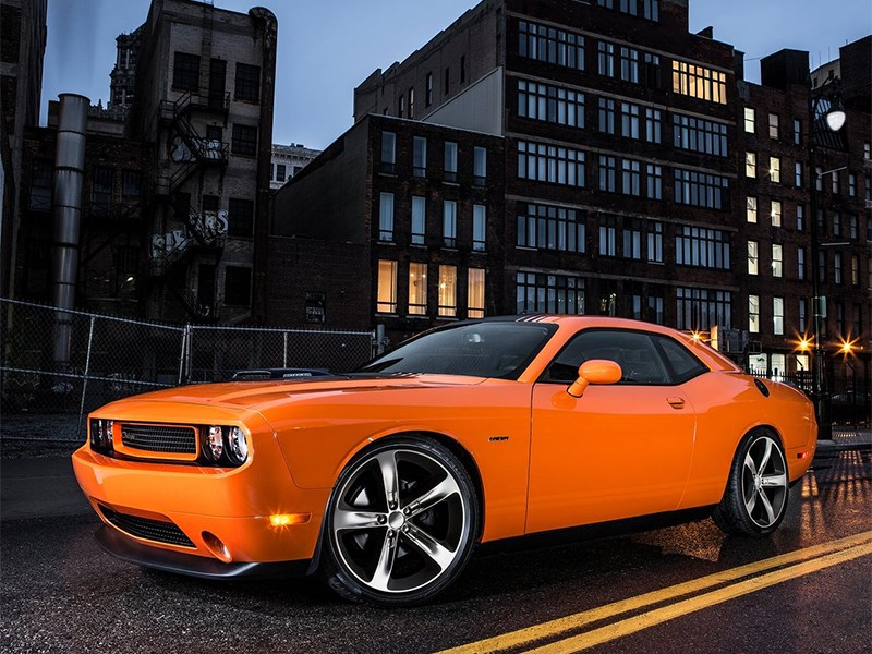 Dodge Challenger RT Shaker 2014 вид сбоку