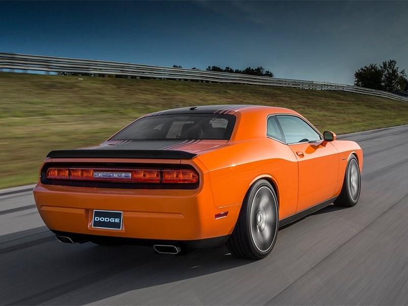 Dodge Challenger RT Shaker 2014 вид сзади