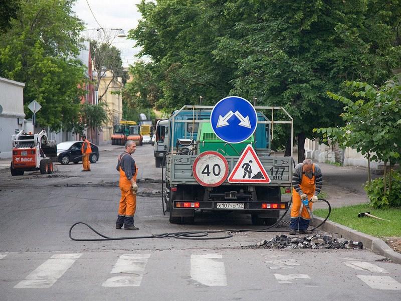 Москвичам предложили самим оплатить ремонт дорог