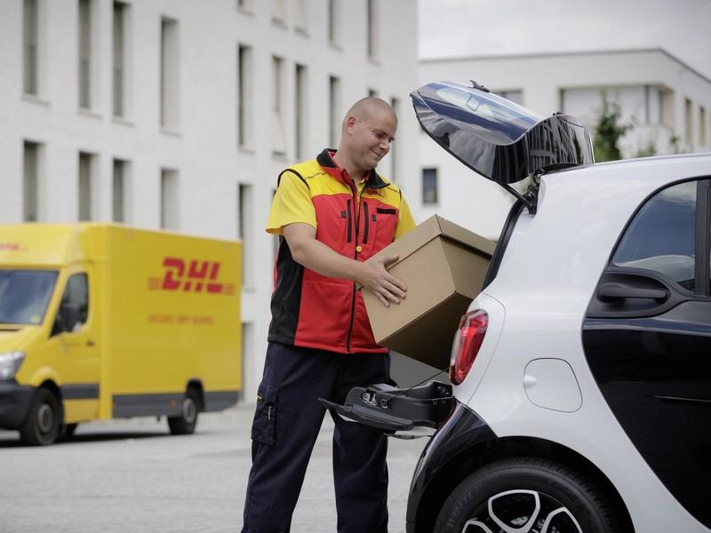 Smart запускает программу доставки товаров прямо в автомобиль