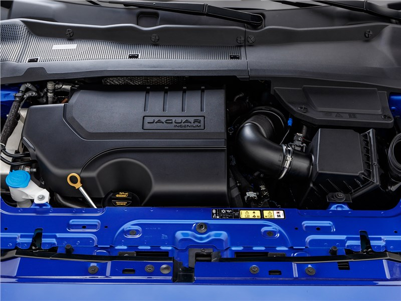 Jaguar E-Pace 2018 моторный отсек