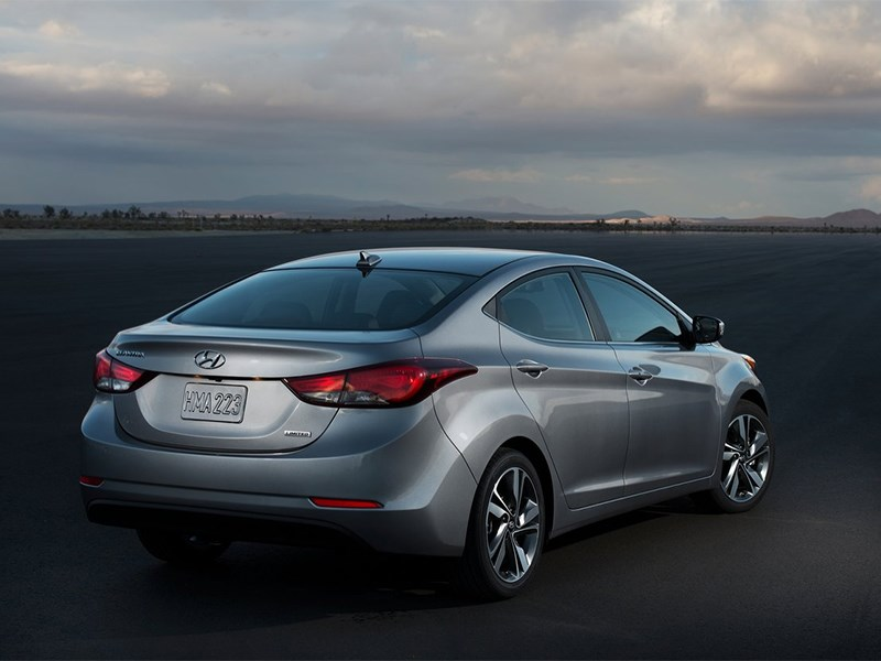 Hyundai Elantra sedan 2013 вид сзади
