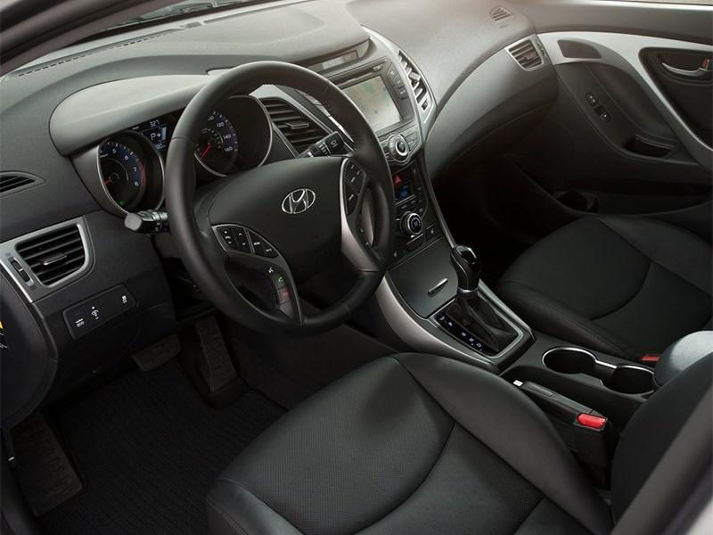 Hyundai Elantra sedan 2013 водительское место