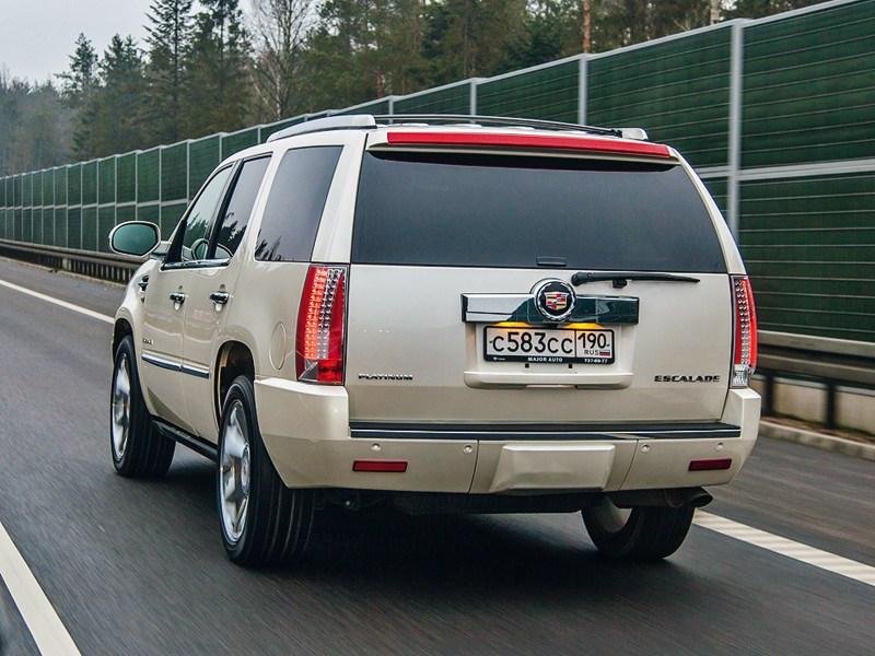Cadillac Escalade 2006 вид сзади