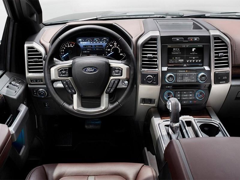 Ford F-150 2014 водительское место