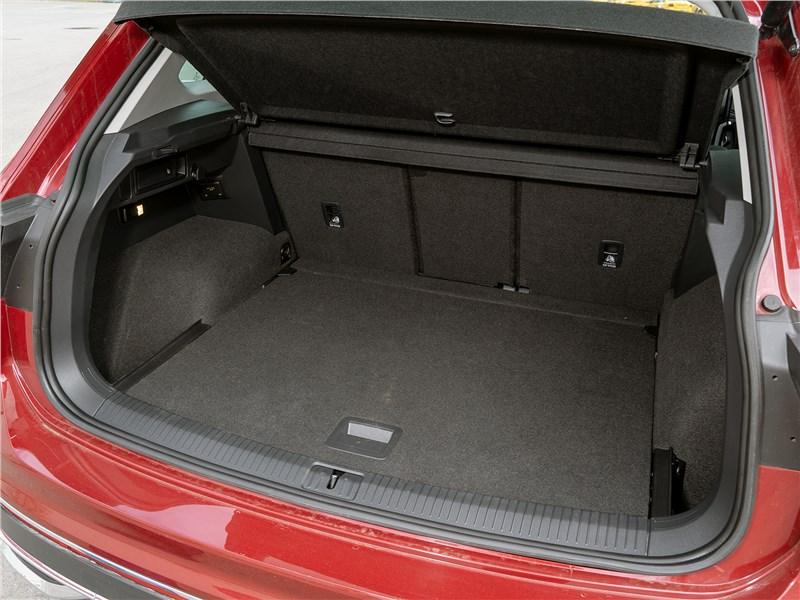 Volkswagen Tiguan (2021) багажное отделение