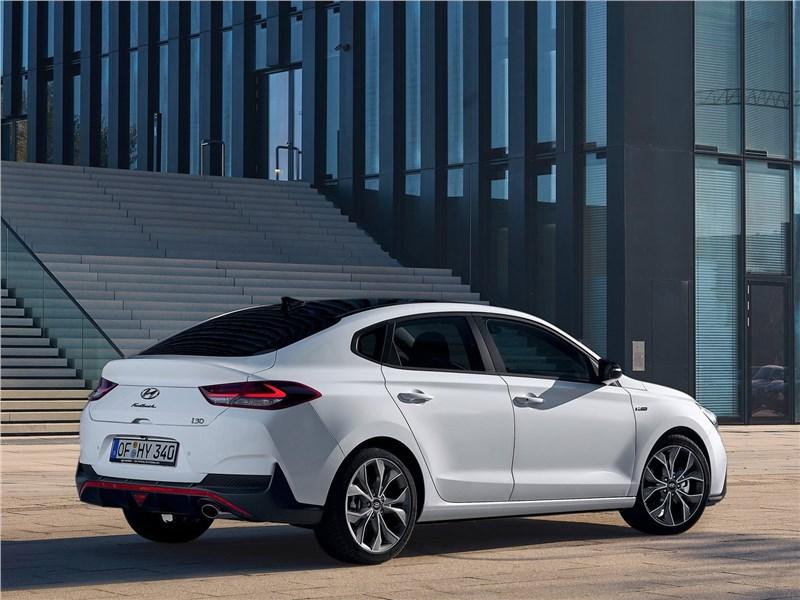 Hyundai i30 Fastback N Line 2019 вид сзади