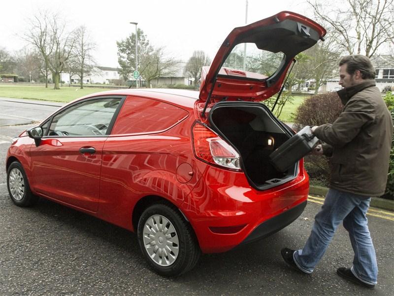 Ford Fiesta Van 2013 вид сзади