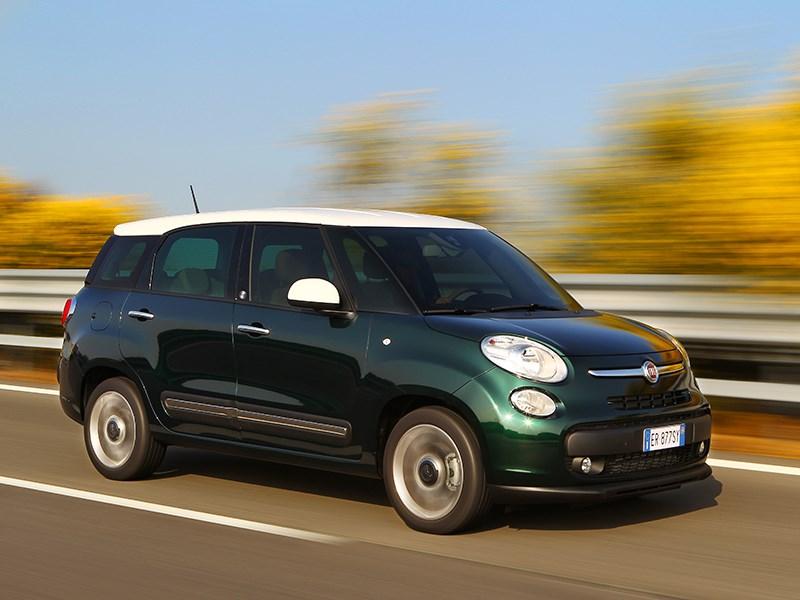 Fiat 500L Living 2014 вид спереди 3/4
