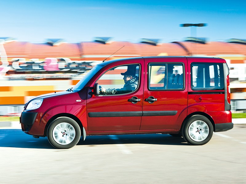 Fiat Doblo Panorama 2007 вид сбоку