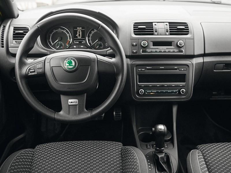 Skoda Fabia RS 2011 водительское место