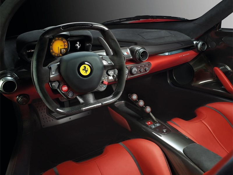 Ferrari LaFerrari 2013 водительское место