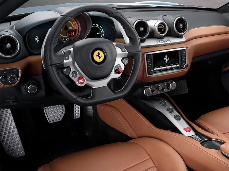 Ferrari California 2014 водительское место