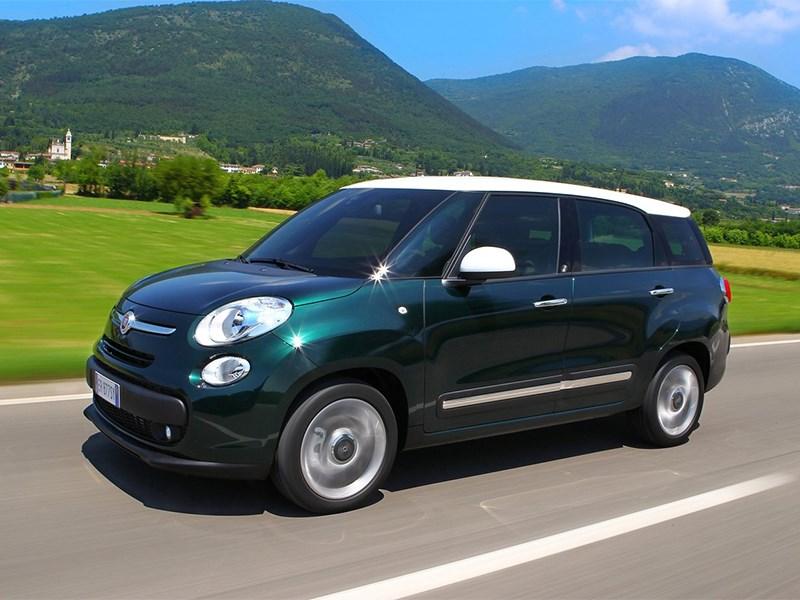 Fiat 500L Living 2014 вид спереди