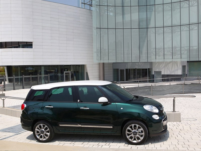 Fiat 500L Living 2014 вид сбоку