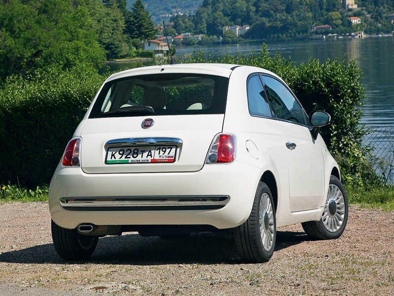 Fiat 500 2011 вид сзади