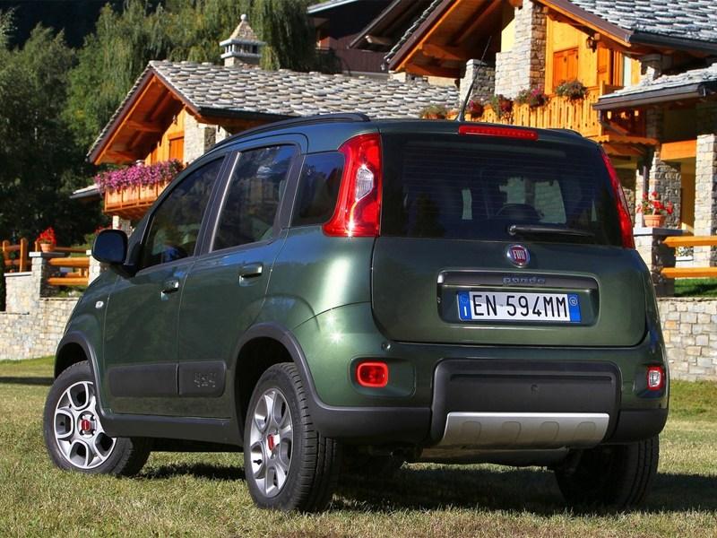 Fiat Panda 4x4 2013 вид сзади