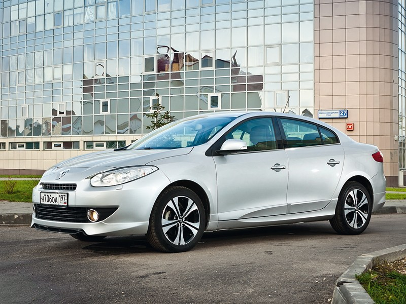 Renault Fluence 2010 вид спереди