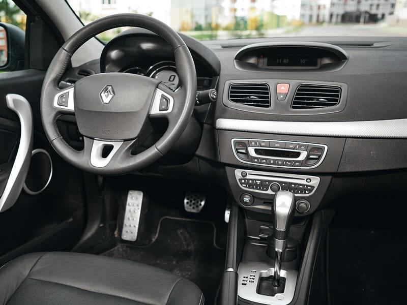 Renault Fluence 2010 водительское место