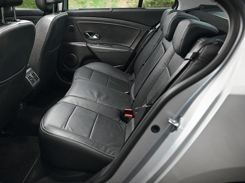 Renault Fluence 2010 задний диван