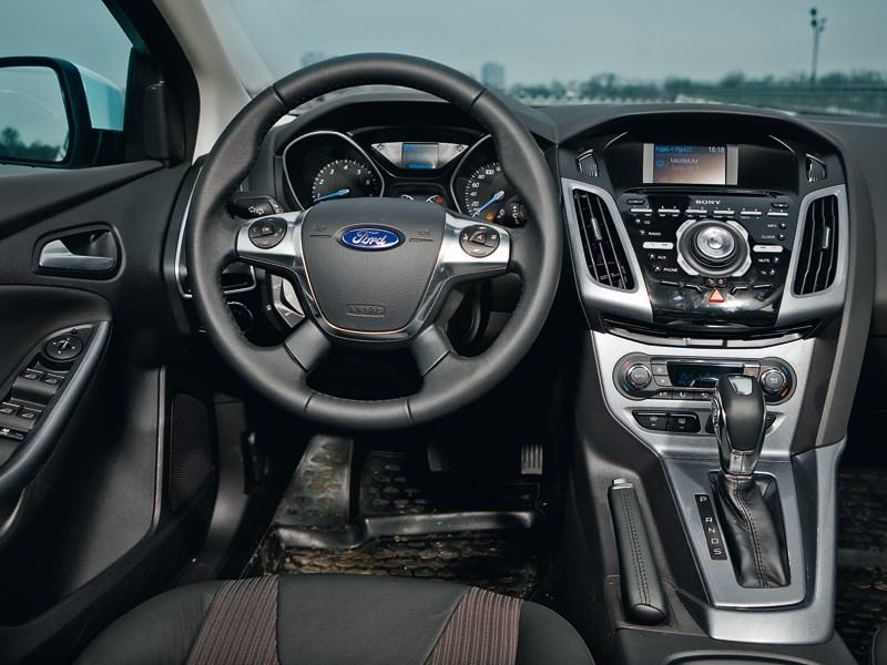 Ford Focus 2011 водительское место