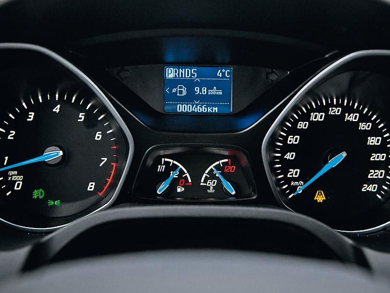 Ford Focus 2011 приборная панель