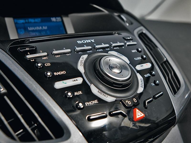 Ford Focus 2011 центральная консоль