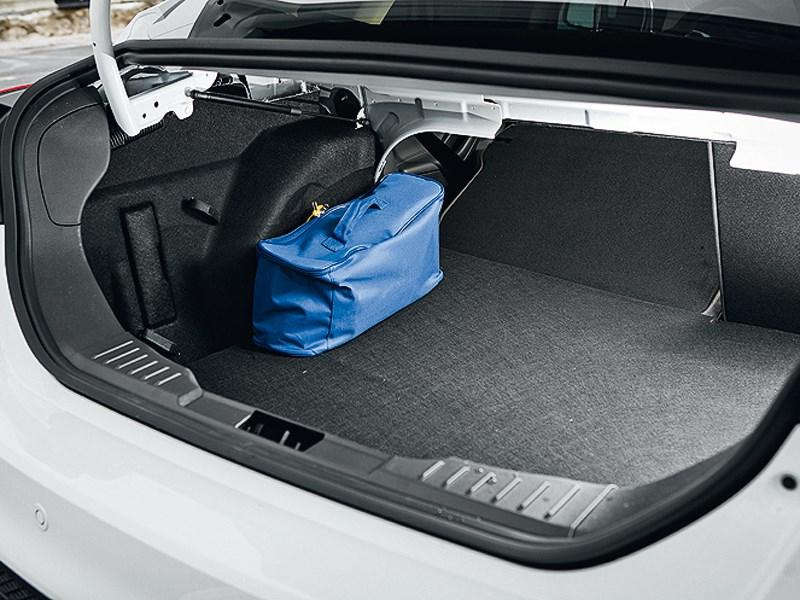 Ford Focus 2011 багажное отделение