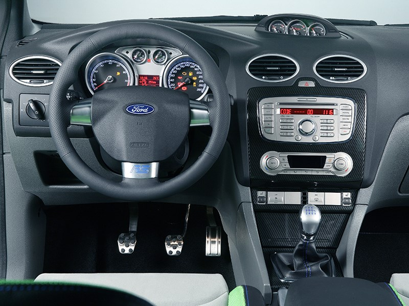 Ford Focus RS 2009 приборы и органы управления