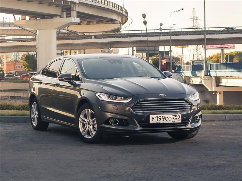 Ford Mondeo 2015 вид спереди