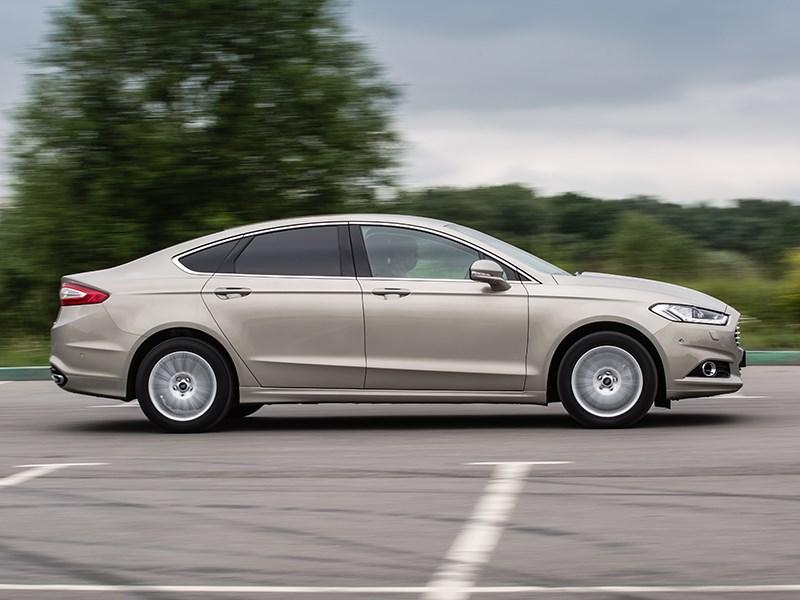 Ford Mondeo 2015 вид сбоку