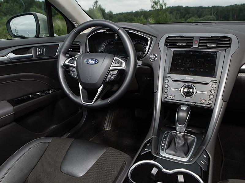 Ford Mondeo 2015 водительское место