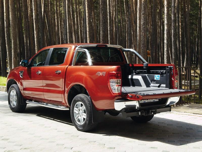 Ford Ranger 2012 вид сзади