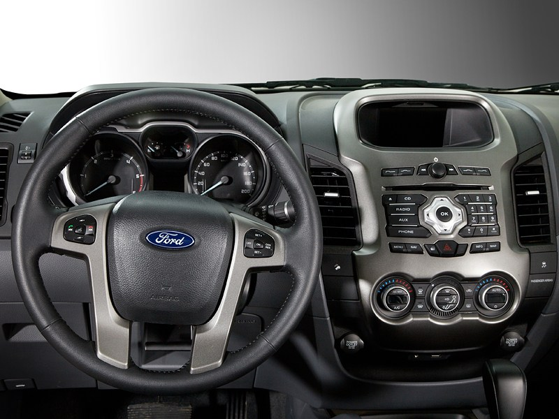 Ford Ranger 2012 водительское место