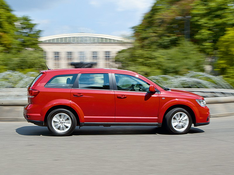 Fiat Freemont 2012 вид сбоку