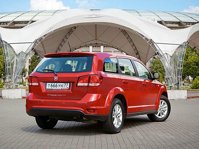 Fiat Freemont 2012 вид сзади