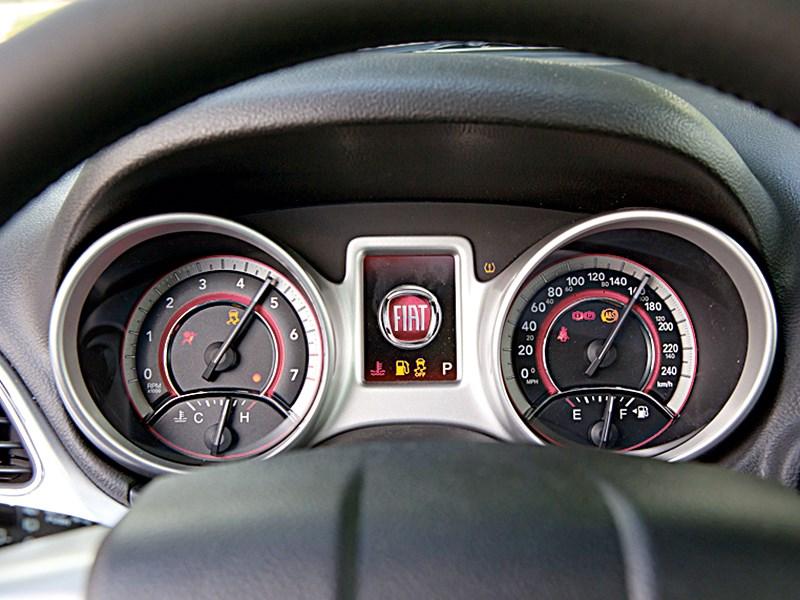 Fiat Freemont 2012 приборная панель