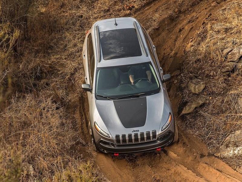 Хакеры в очередной раз взломали Jeep Cherokee