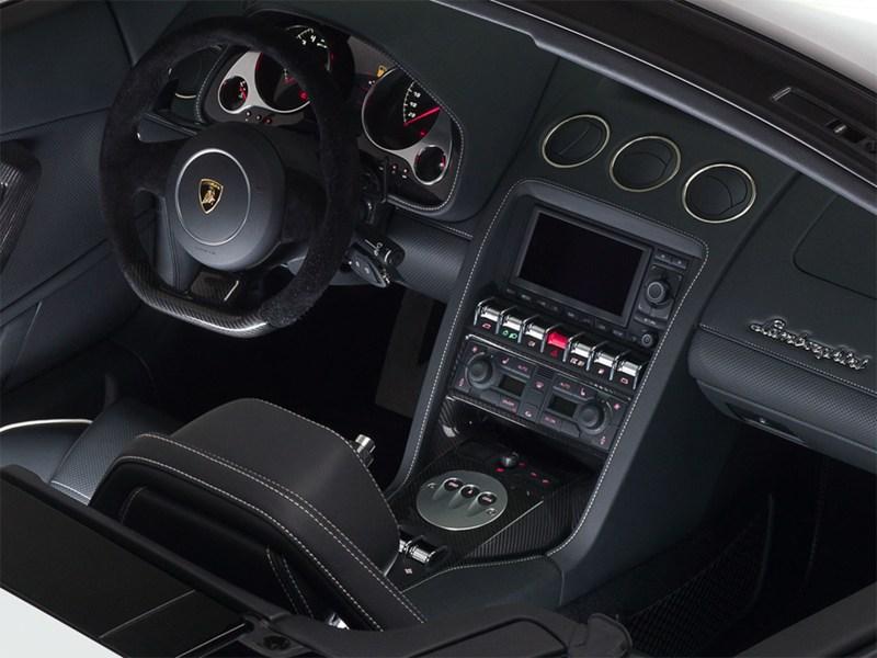 Lamborghini Gallardo LP560-4 2013 водительское место