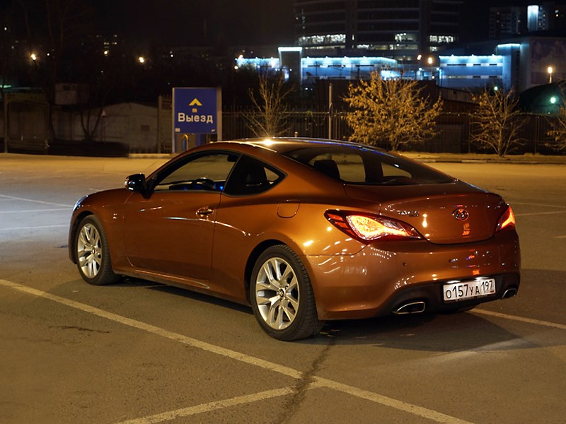 Hyundai Genesis Coupe 2012 вид сзади