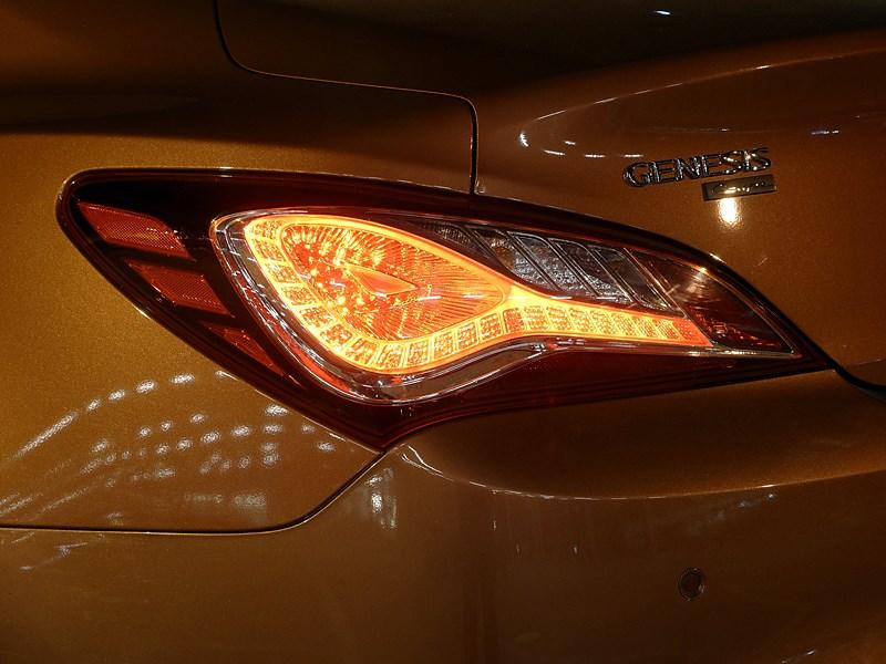 Hyundai Genesis Coupe 2012 задний фонарь
