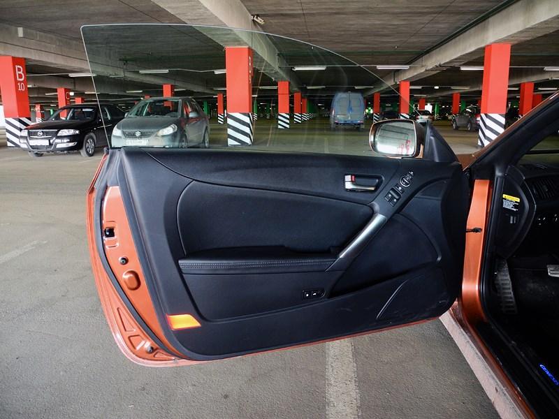 Hyundai Genesis Coupe 2012 дверь