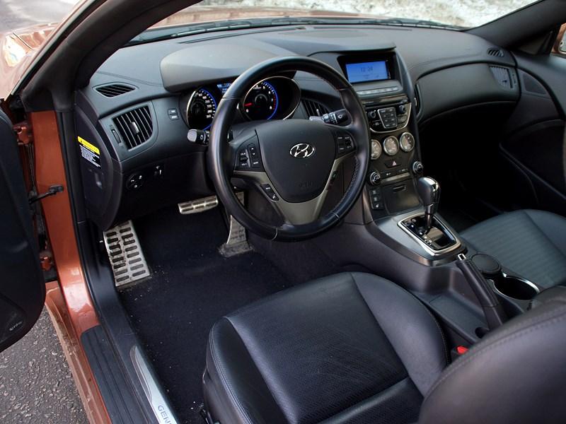 Hyundai Genesis Coupe 2012 водительское место