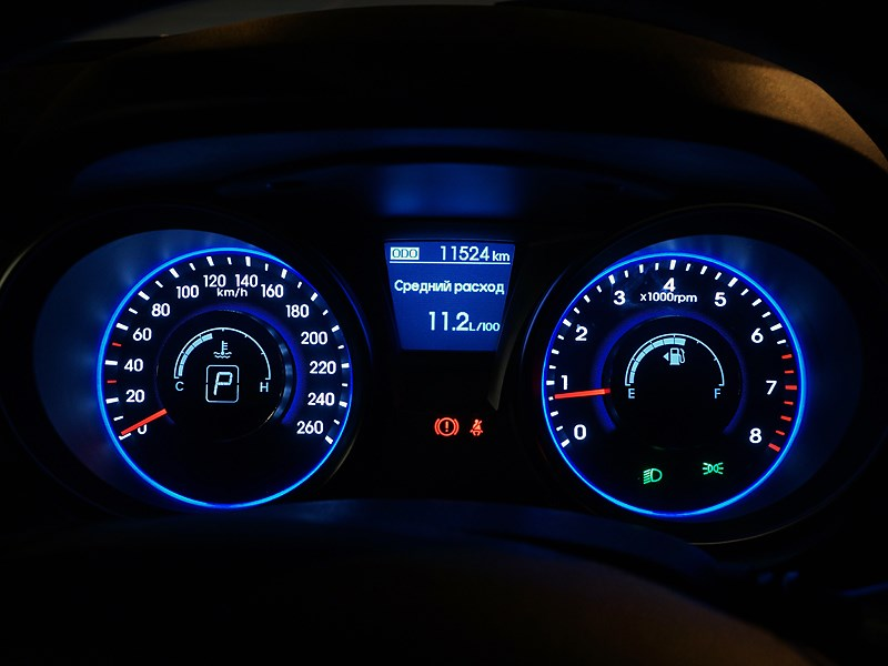 Hyundai Genesis Coupe 2012 приборная панель