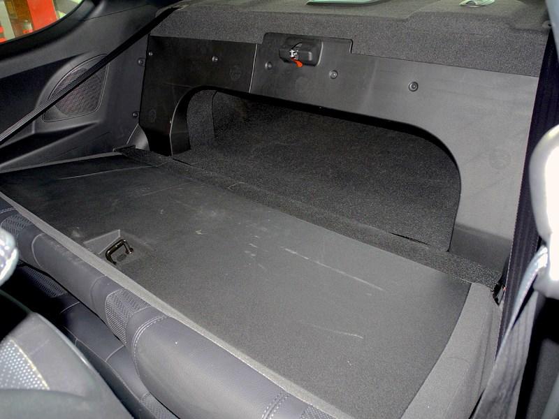 Hyundai Genesis Coupe 2012 багажное отделение