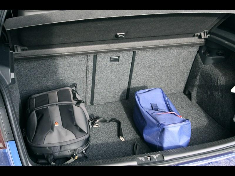 Volkswagen Golf R 2009 багажное отделение