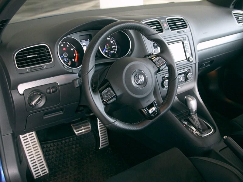 Volkswagen Golf R 2009 водительское место