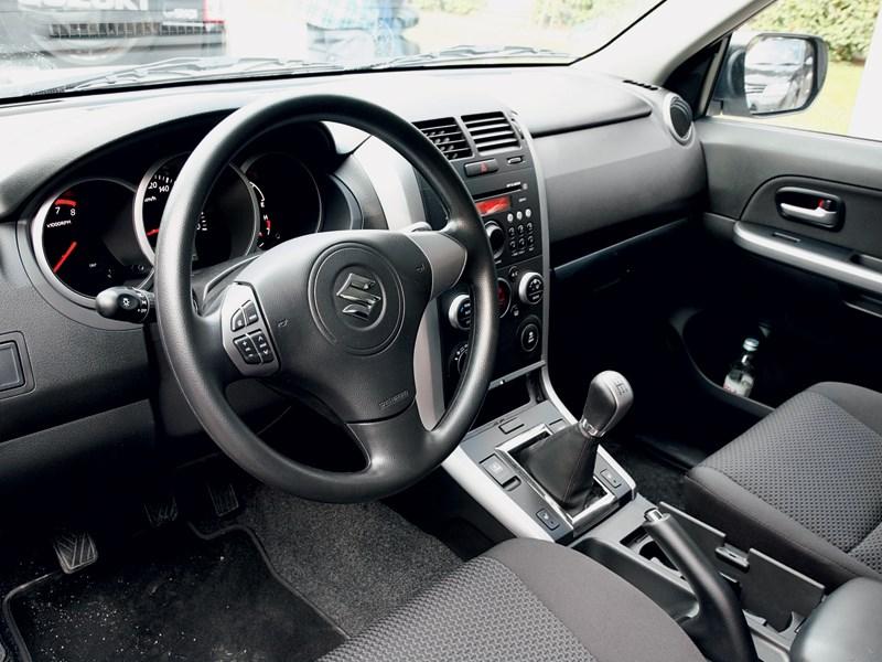 Suzuki Grand Vitara 2012 водительское место