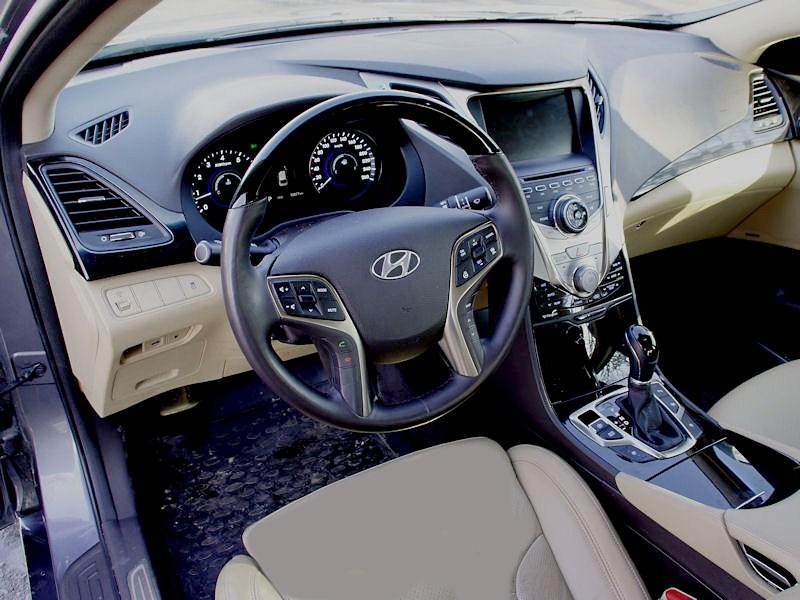 Hyundai Grandeur 2012 водительское место